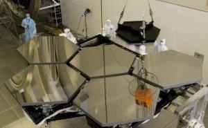 Przygotowania do testów luster JWST - zdjęcie z 2010 roku / Credits: NASA/MSFC/Emmett Givens