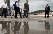 Barack Obama i Elon Musk spacerują po stanowisku startowym nr 40, (C) NASA (zdjęcie z 2010 roku)