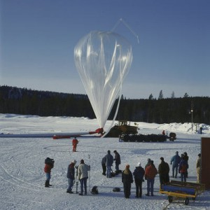 Napełnianie czaszy balonu w ramach lotu BEXUS / Credit: SSC