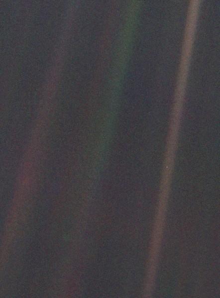 Błękitna kropka - zdjęcie Ziemi z sondy Voyager 1 z 1990 roku / Credits - NASA