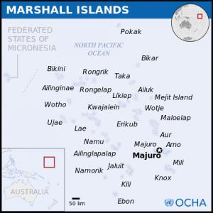 Wyspy wchodzące w skład archipelagu Wysp Marshalla i ich położenie na mapie świata / Credits: Biuro Koordynacji Pomocy Humanitarnej ONZ, Licence: CC-BY 3.0