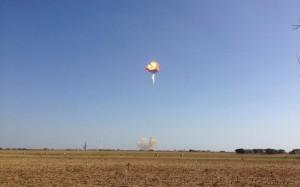 Eksplozja rakiety F9R-Dev1 trakcie testów w ośrodku McGregor, 22 sierpnia 2014 / Credit: EthansMommy17