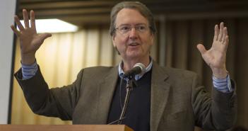 Profesor Scott Hubbard