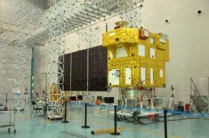 Satelita CBERS-4 podczas końcowych testów / Credits - AEB