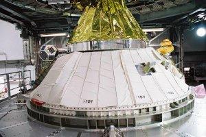 Satelity Shin'En2 oraz ARTSAT na adapterze rakiety, która wyniosła sondę Hayabusa 2 / Credits - JAXA