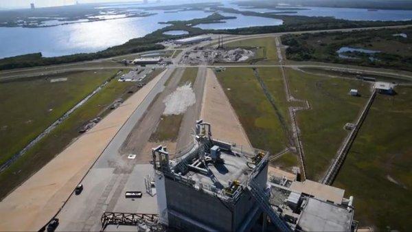 Widok na prace konstrukcyjne nowego hangaru na LC-39A / Credits - NASA