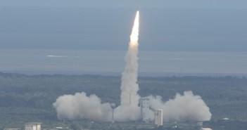 Start rakiety Vega ze statkiem IXV / Credits: ESA–S. Corvaja, 2015