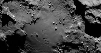 Region Imhotep z wysokości 130 km / Credits - ESA/Rosetta/MPS for OSIRIS Team MPS/UPD/LAM/IAA/SSO/INTA/UPM/DASP/IDA
