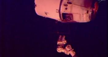 Odłączenie Dragona od SSRMS - 21.05.2015 / Credits - NASA TV
