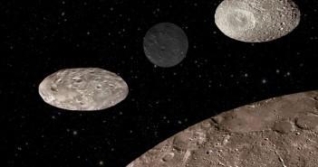 Porównanie wielkości, albedo i kształtu (od lewej) Nixa, Kerberosa i Hydry z Charonem / Credits - NASA, ESA, A. Feild (STScI)