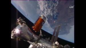 HTV-5 w odległości około 150 cm od węzła modułu Harmony / Credits - NASA TV