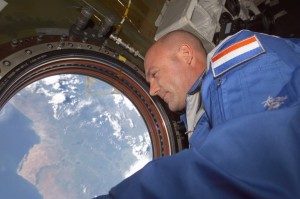 Andre Kuipers at ISS in 2004 / Credits - NASA