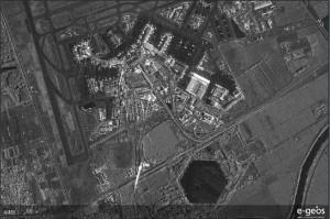 Przykład zobrazowania radarowego z COSMO-SkyMed, przedstawiajacy port lotniczy / Credit: ASI