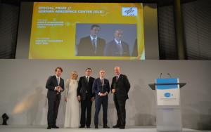 Wręczenie nagrody specjalnej DLR polskiemu zespołowi MUPS na gali w Berlinie, 20 października 2015 / Credit: Kosmonauta.net - Krzysztof Kanawka