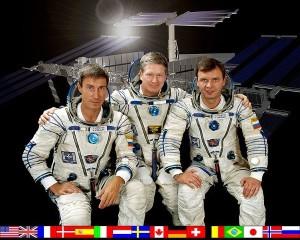Załoga Ekspedycji 1 / Credits - NASA