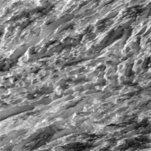 Nad biegunem południowym Enceladusa - 28.10.2015 / Credits - NASA/JPL-Caltech/Space Science Institute