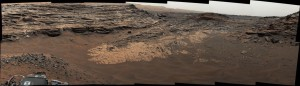 """Zdjęcie obszaru """"Marias Pass"""" (środek), w którym znajdują się dawne skały osadowe z dużą ilością krzemianów / Credtis - NASA/JPL-Caltech/MSSS"""