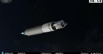 Grafika prezentująca lot rakiety Ariane 5 z Intelsatem 29E - już po odrzuceniu rakiet pobocznych oraz osłony ładunku / Credits - Arianespace