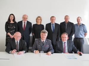 """Podpisanie umowy POLSA z PZL-""""Warszawa-OKĘCIE"""" S.A / Źródło: POLSA"""